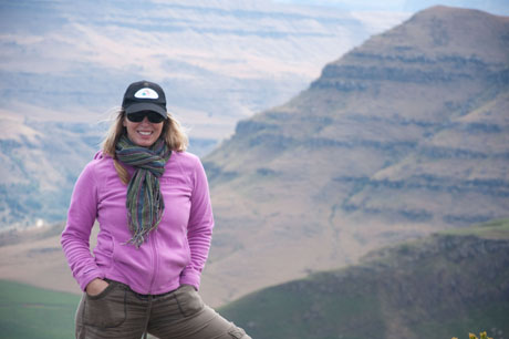 Erin Hiking Drakensberg in South Africa, photo GoErinGo FP