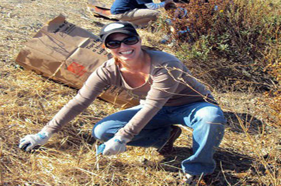 Erin Volunteering, photo by GoErinGo
