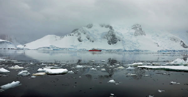 Ship-in-Icy-Waters, photo by GoErinGo