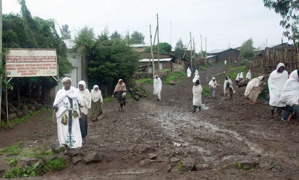 Ethiopian women wearing shemas